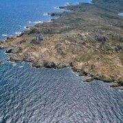 Arcipelago di La Maddalena, Isola di Razzoli dal cielo con il faro (Foto Mare Sardegna / Catalogo Luca Tamagnini) / Luca Tamagnini Catalogo 2005-037