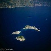 Isole Li Galli dal cielo da alta quota con la costiera sullo sfondo