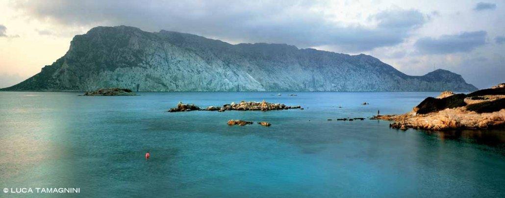Isola di Tavolara vista dall'Isola di Molara / Luca Tamagnini Catalogo 2006-001