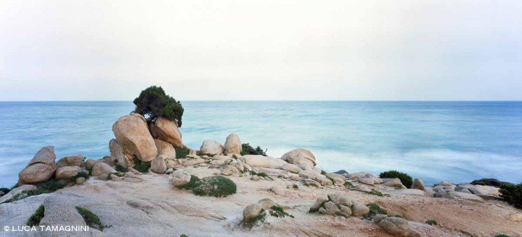Villasimius Spiaggia Timi Ama ginepro tra gli scogli