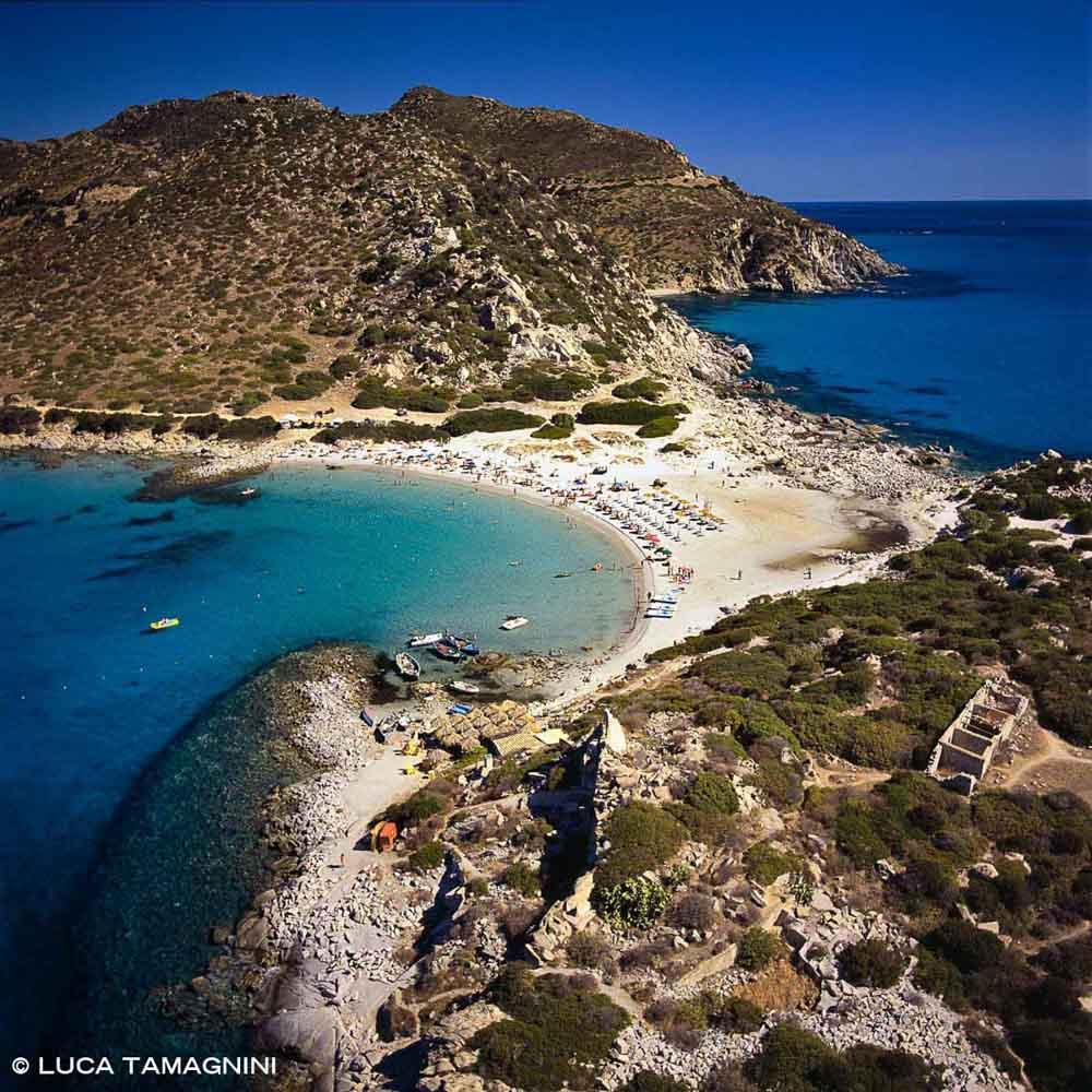 Sardegna, Villasimius, Spiaggia di Punta Molentis dal cielo (foto aerea)