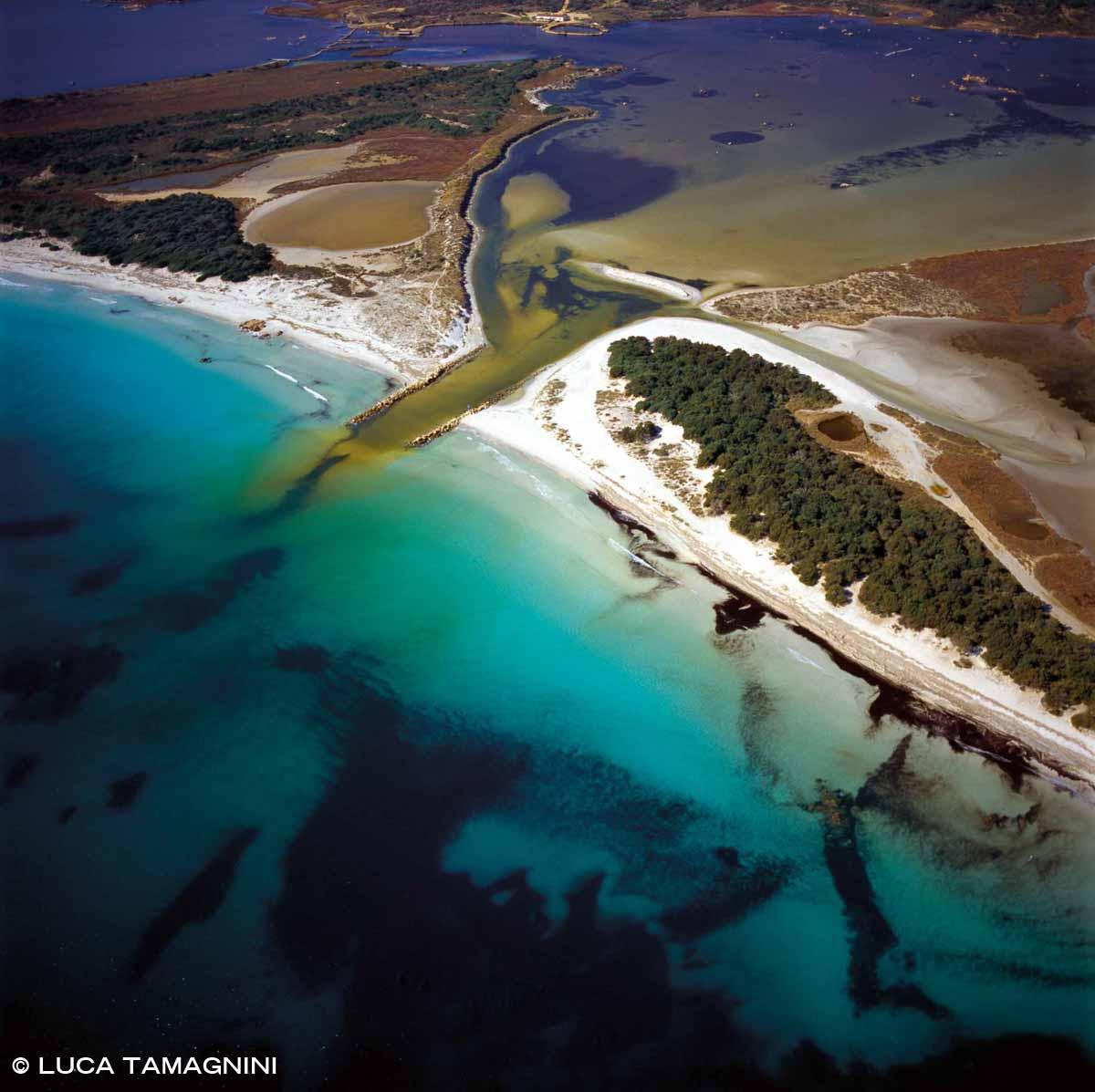 Sardegna, Stagno di San Teodoro, spiaggia La Cinta dal cielo (foto aerea)