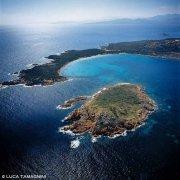 Sardegna, Capo Coda Cavallo, Isola Proratora dal cielo (foto aerea)