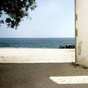 Vendicari borgo della tonnara con il mare sullo sfondo