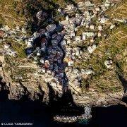 Cinque Terre, Riomaggiore dal cielo (foto aerea)