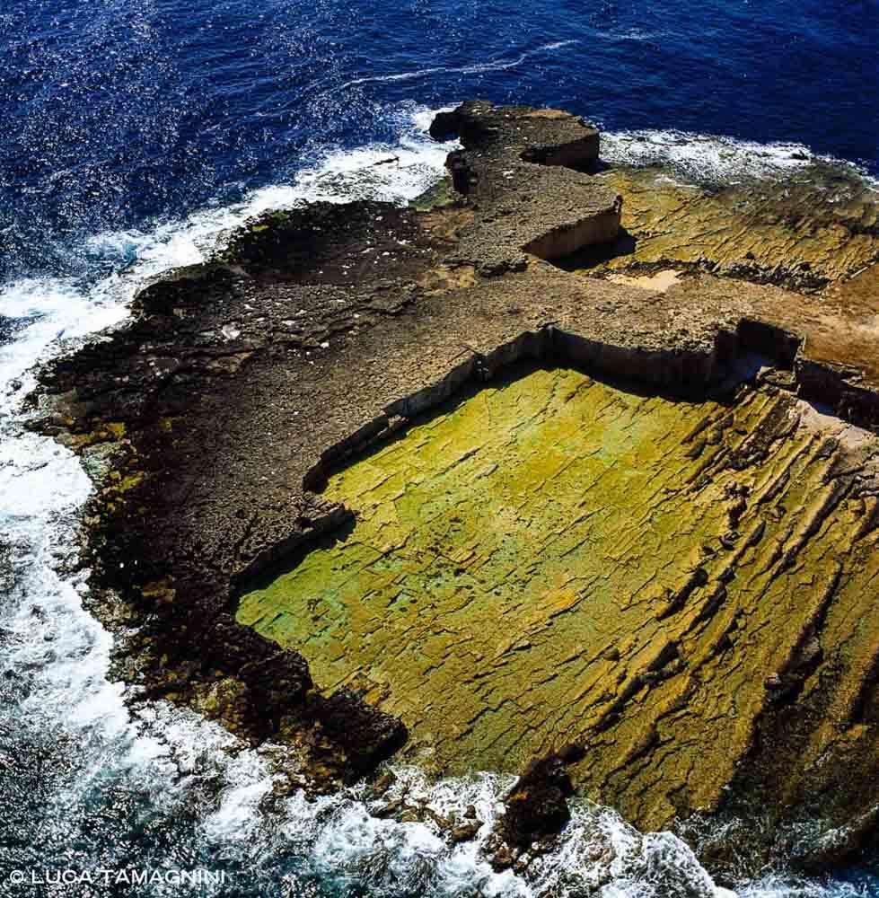 Foto Mare Sicilia. Siracusa Plemmirio cave a Punta della Mola viste dal cielo. Foto aerea.