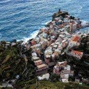 Cinque Terre, Vernazza dal cielo al crepuscolo (foto aerea)