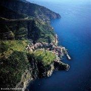 Cinque Terre Manarola dal cielo (foto aerea)