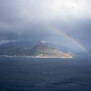 Punta Campanella Arcobaleno sul mare visto da Capri
