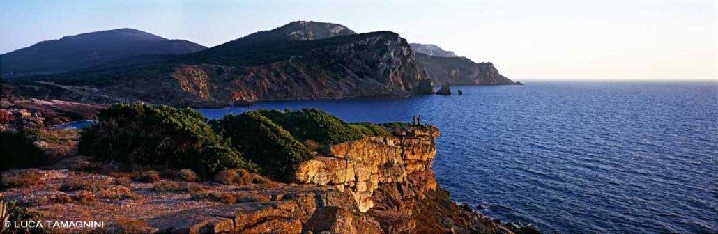 Sardegna, Porticciolo, Cala Viola, sullo sfondo il mare e il promontorio di Capo Caccia / Luca Tamagnini Catalogo 2008-016