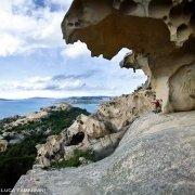 Capo d'Orso, tafone, rocce di granito scolpite dal vento, sullo sfondo il mare dell'Arcipelago di La Maddalena / Luca Tamagnini Catalogo 2009-017