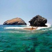 Sardegna, Isola di Sant'Antioco Isolotti Vitello e Vacca fotografati a pelo dell'acqua / Luca Tamagnini Catalogo 2009-034