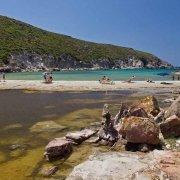 Sardegna, Isola di Sant'Antioco, Spiaggia di Cala Lunga con pochi bagnanti / Luca Tamagnini Catalogo 2009-039
