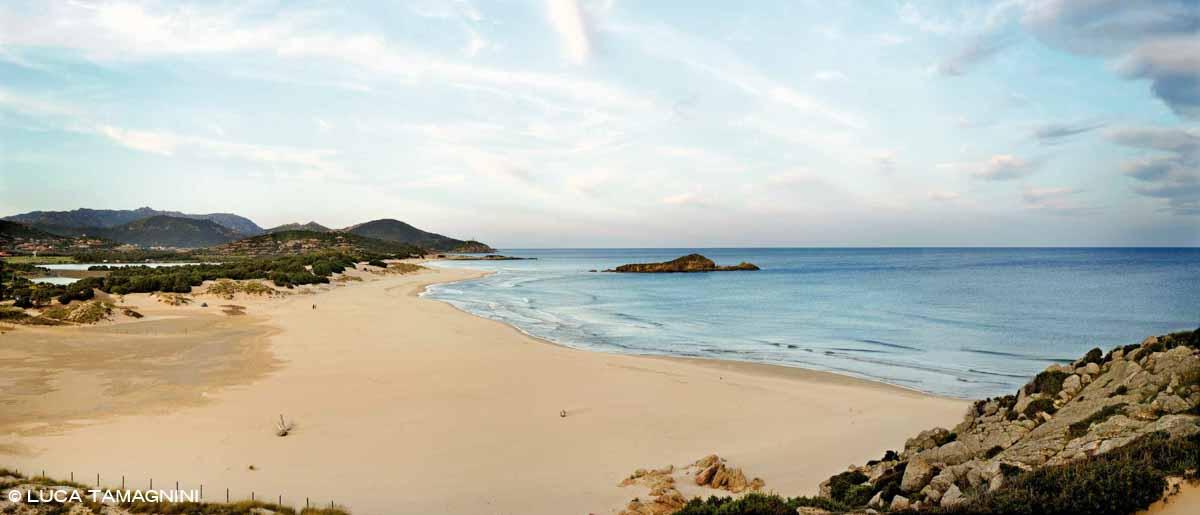 Sardegna, Chia, Spiaggia Su Giudeu, sullo sfondo il mare e l'Isola Su Giudeu / Luca Tamagnini Catalogo 2010-003