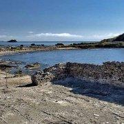 Sardegna, Area Archeologica di Nora sullo sfondo il mare e la torre saracena / Luca Tamagnini Catalogo 2010-036