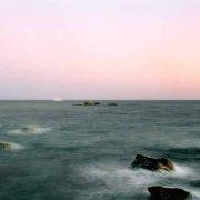 Sardegna, Capo Carbonara scogli di Punta Santo Stefano mare ripreso a posa lunga in una luce del tramonto