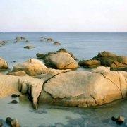 Sardegna, Villasimius, Promontorio di Capo Carbonara, Spiaggetta di Punta Santo Stefano tra gli scogli di granito