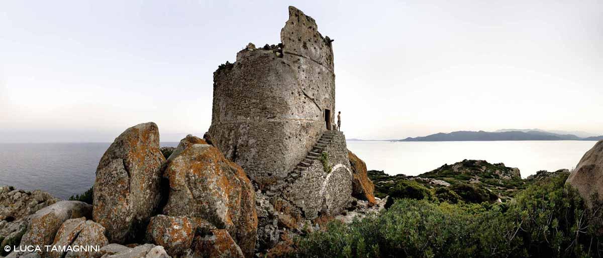 Sardegna, Isola di Serpentara Torre di San Luigi sullo sfondo il mare e Capo Carbonara