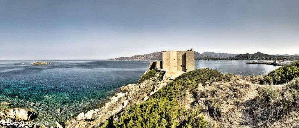Villasimius, Fortezza Vecchia sullo sfondo il mare