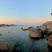Sardegna, Isola dei Cavoli Tafone sullo sfondo lontano il faro