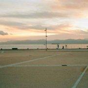Sardegna, Il piazzale del Lazzaretto di Cagliari e il lungomare di Sant'Elia con sposi in posa per le fotografie, sullo sfondo il mare e la costa del Golfo di Cagliari / Luca Tamagnini Catalogo 2015-011