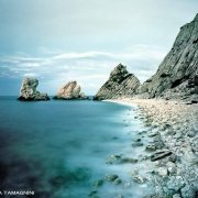 oto Mare Adriatico / Monte Conero Scogli Le Due Sorelle il mare mosso sulla spiaggia di ciottoli
