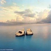 Salento il mare della baia di Torre dell'Orso e gli scogli Le Due Sorelle all'alba