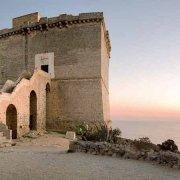 Nardò Torre Santa Maria dell'Alto sullo sfondo il mare