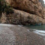 Costiera Amalfitana, Fiordo di Furore con piccoli gozzi in secca sulla piccola spiaggia