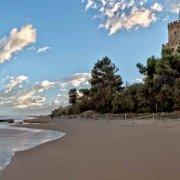 Torre del Cerrano visto dalla spiaggia
