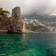 Positano, Torre di Fornillo (Torre di Clavel) con Positano sullo sfondo