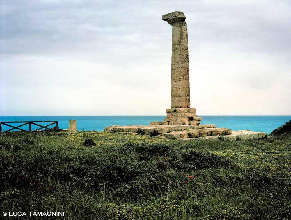 Capo Colonna l'unica colonna del Tempio di Hera Lacinia in riva al mare (Categoria Foto Mare Calabria)