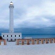 Il faro e l'obelisco del santuario di Santa Maria di Leuca