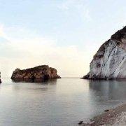 Isola di Ponza, Arco Spaccapolpi la baia e la spiaggia. Catalogo Foto Ponza.