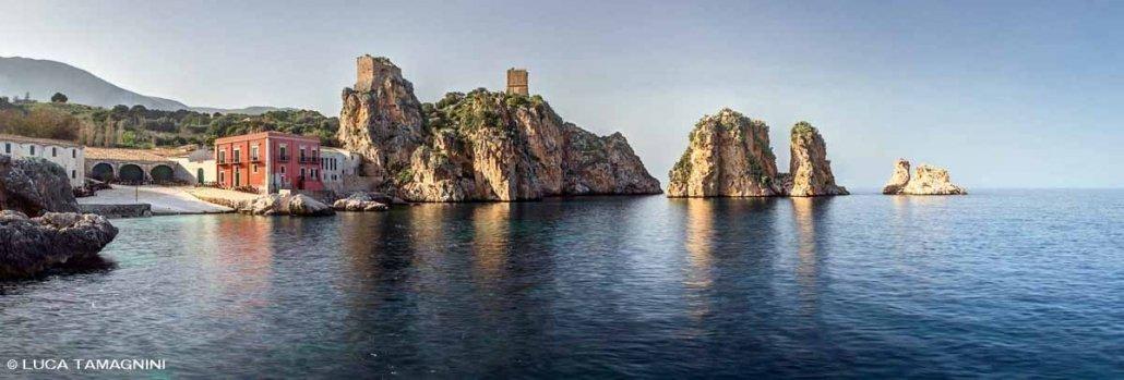 onnara e Faraglioni di Scopello ripresi dal mare