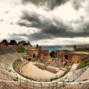 Taormina Teatro Antico mare sullo sfondo