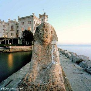 La Sfinge del molo del Castello di Miramare a Trieste