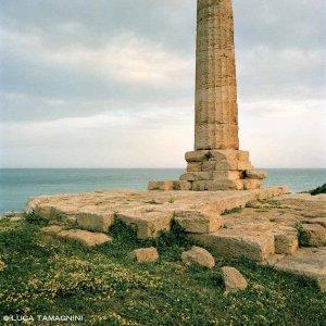 Capo Colonna Tempio di Hera Lacinia colonna e basamento in riva al mare