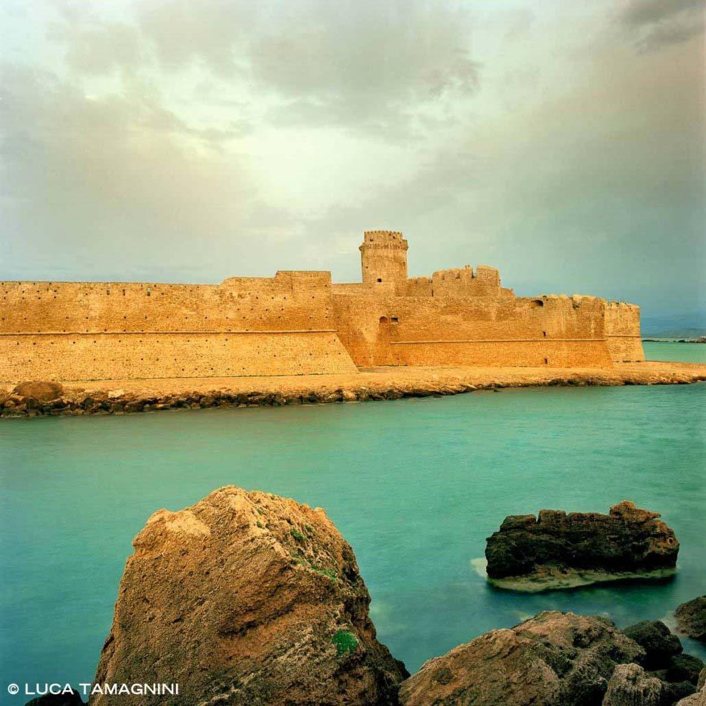 Le Castella il Castello Aragonese circondato dal mare (Categoria Foto Mare Calabria)