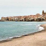 Il borgo di Cefalù, la cattedrale Araba Normanna e la spiaggia
