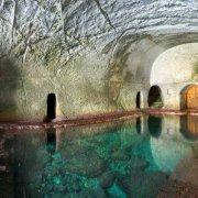 Isola di Ponza, Grotte di Pilato antiche peschiere scavate nel tufo dagli antichi romani. Catalogo Foto Ponza.