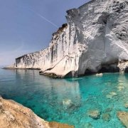 Isola di Ponza, Capo Bianco, il mare trasparente tra gli scogli senza nessuna barca. Catalogo Foto Ponza.