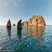 Isole Pontine, Isola di Palmarola, scogli Omminielli ai Faraglioni di Mezzogiorno