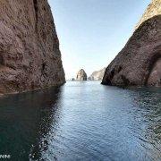 Isola di Palmarola, Canale Grottone dei Faraglioni di Mezzogiorno
