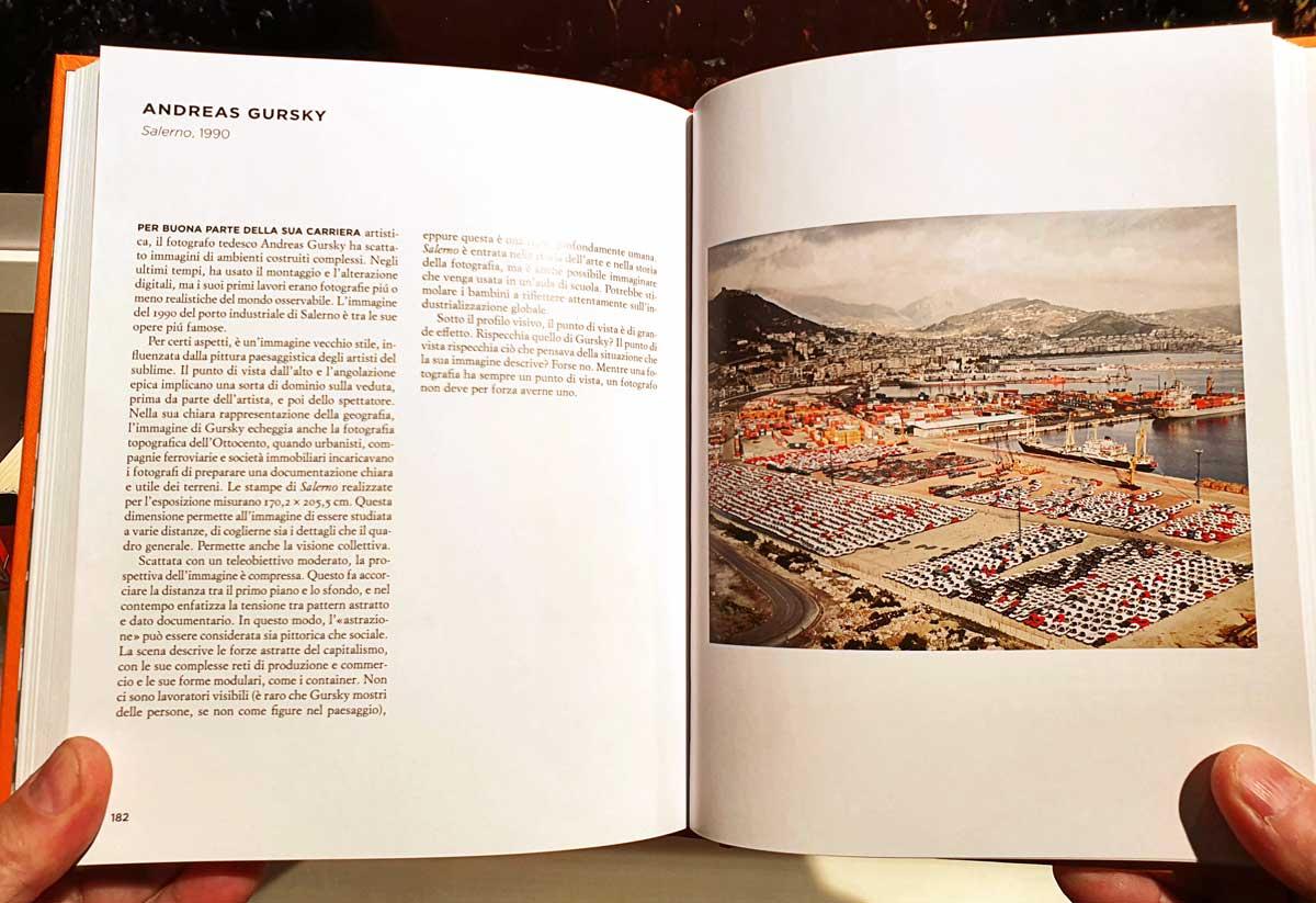 """Andrea Gusky, Salerno, 1990. Doppia pagina del libro """"Sulle fotografie"""" Einaudi 2020."""