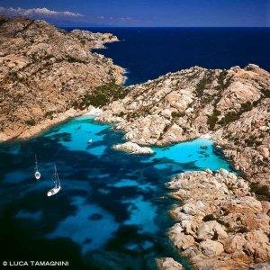Sardegna, Arcipelago di La Maddalena, Caprera Cala Coticcio dal cielo / Luca Tamagnini Catalogo 2005-015
