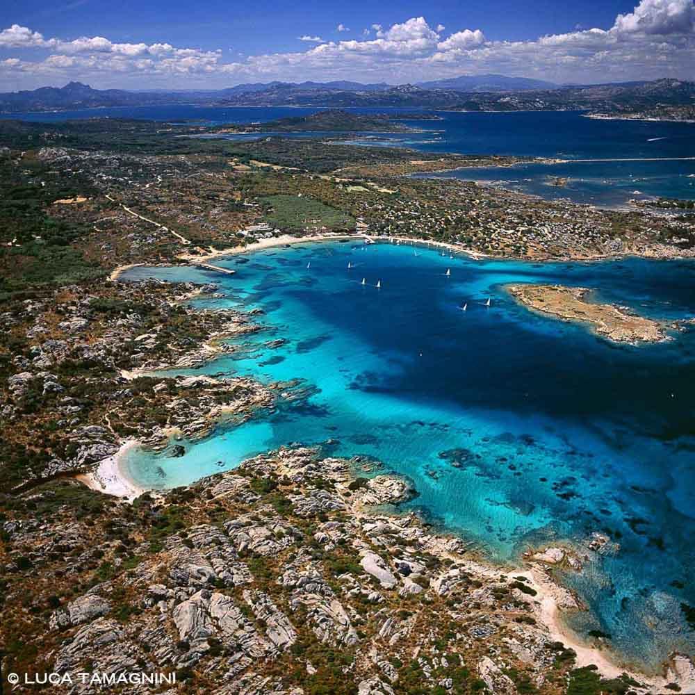 Sardegna, Arcipelago di La Maddalena, Isola di Caprera, Cala Garibaldi dal cielo (foto aerea) / Luca Tamagnini Catalogo 2005-020