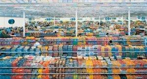 """Andreas Gursky, 99 Cent, 1999 - Album di fotografie che hanno quotazioni """"importanti"""" nel mercato dell'arte contemporanea."""