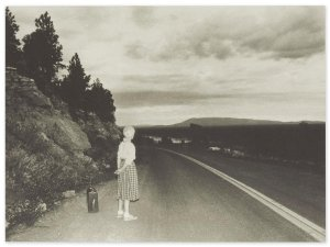 """Cindy Sherman, b. 1954, Untitled Film Still 48 - Album di fotografie di artisti che hanno quotazioni """"importanti"""" nel mercato dell'arte contemporanea."""