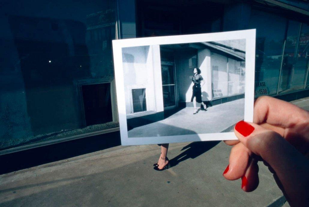 """Guy Bourdin, Charles Jourdan ad campaign, 1977 - Dal libro """"Sulle fotografie"""""""